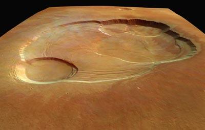 La caldeira du plus grand volcan du système solaire vue en perspective. Les données nécessaires à l'obtention de cette superbe image ont été acquises depuis 273 km d'altitude par Mars Express le 21 janvier dernier.