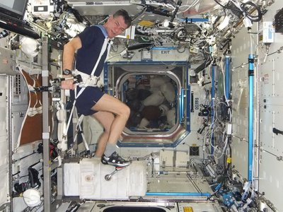 life of astronaut in space station - photo #1