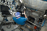Andre Kuipers using ESA's Neurospat testing equipment