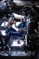 André Kuiper im Aussichtsmodul der ISS