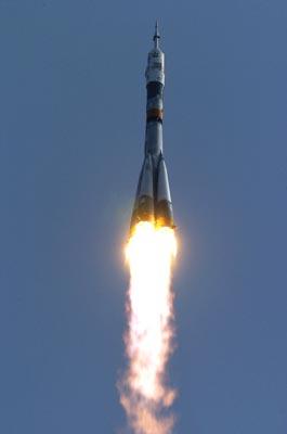 Décollage du lanceur Soyouz à 05H19  (heure de Paris) (crédit : ESA - S. Corvaia 2004)
