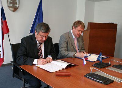 Accord entre la slovaquie et l'ESA. SlovakMinistryofEducationIMG_2324_large,0