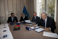 Director Oosterlinck signing Galileo WP6 contract
