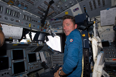 Roberto Vittori in the cockpit of Endeavour