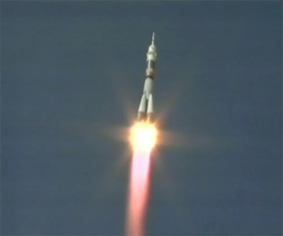 Trois astronautes en route vers l'ISS à bord d'un Soyouz Screen_03_L