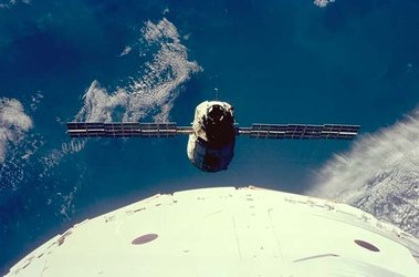STS-88 rendezvous with Zarya