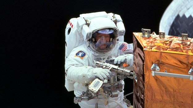 astronaut disappeared in space - photo #46