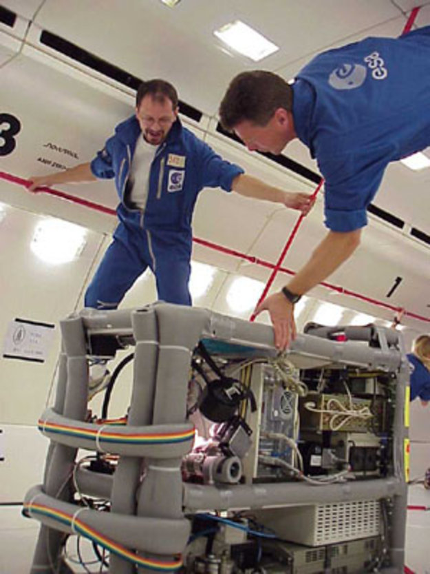 why astronauts in outer space experience weightlessness - photo #11