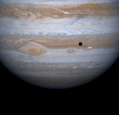Io in front of Jupiter(NASA/JPL)