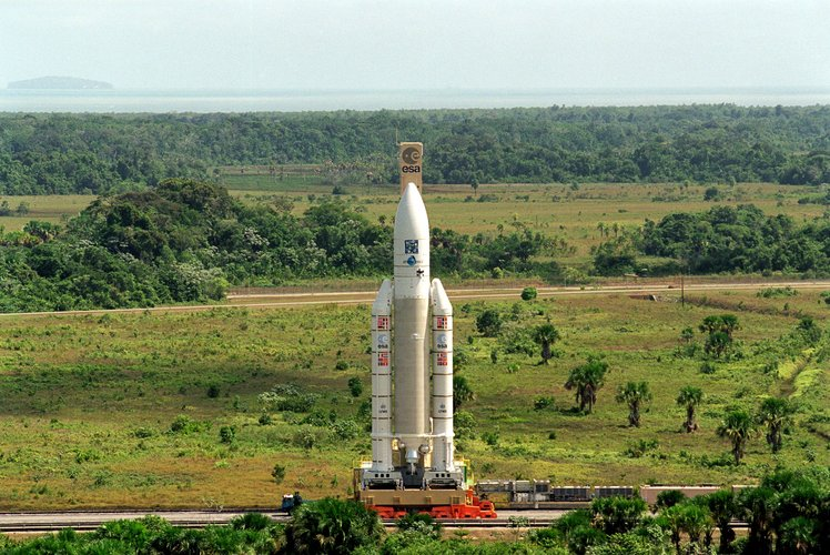 Transfer of Ariane 504 to the launch pad