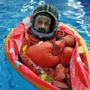 Umberto Guidoni training in Houston as mission specialists for the STS-100/6A Endeavour flight