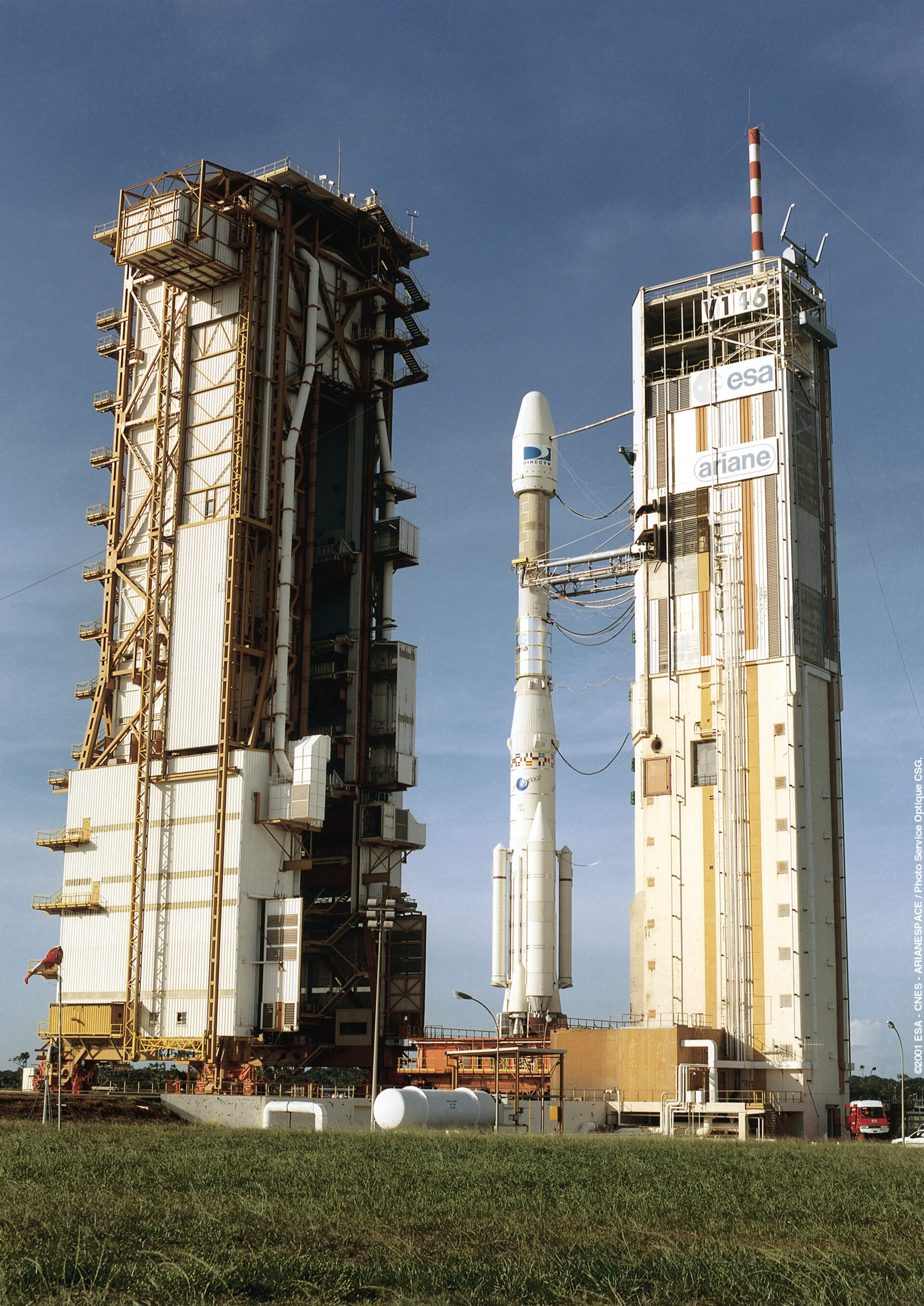 Ariane 4 reaches the launch zone