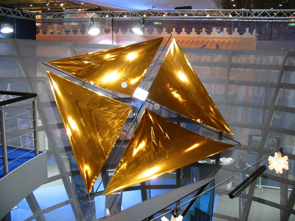Solar sails, a future energy source for spacecraft