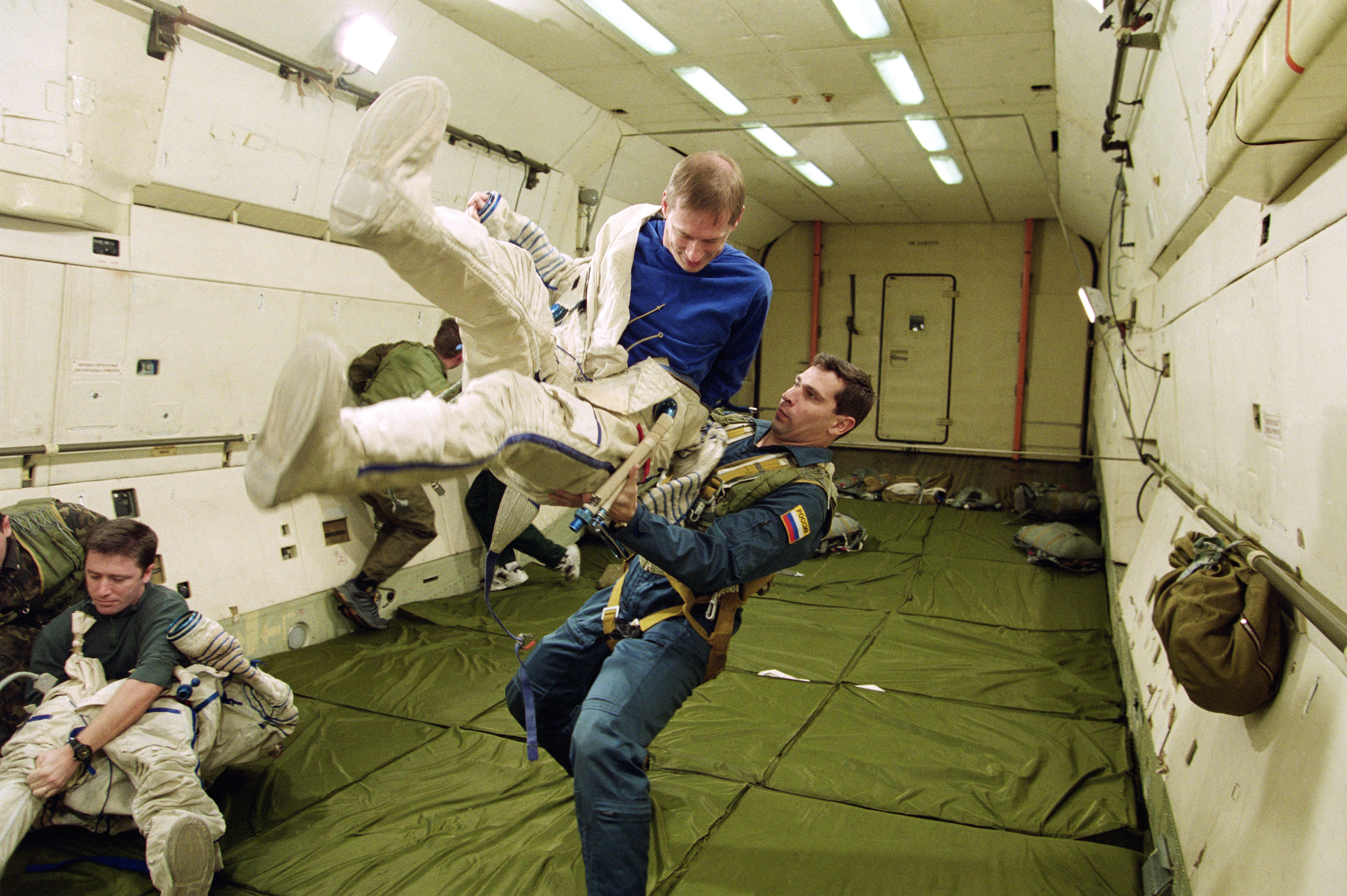 astronauts in space feel weightless because they - photo #7