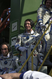 Marco Polo mission crew going up to the Soyuz capsule