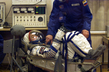Roberto Vittori dons spacesuit at Baikonour  (Thursday 25 April 2002)
