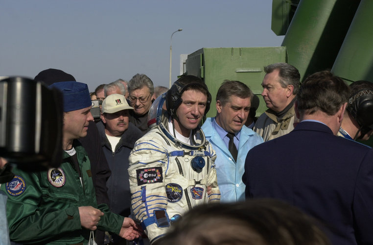 Roberto Vittori going up to the Soyuz capsule at Baikonour launch pad (Thursday 25 April 2002)