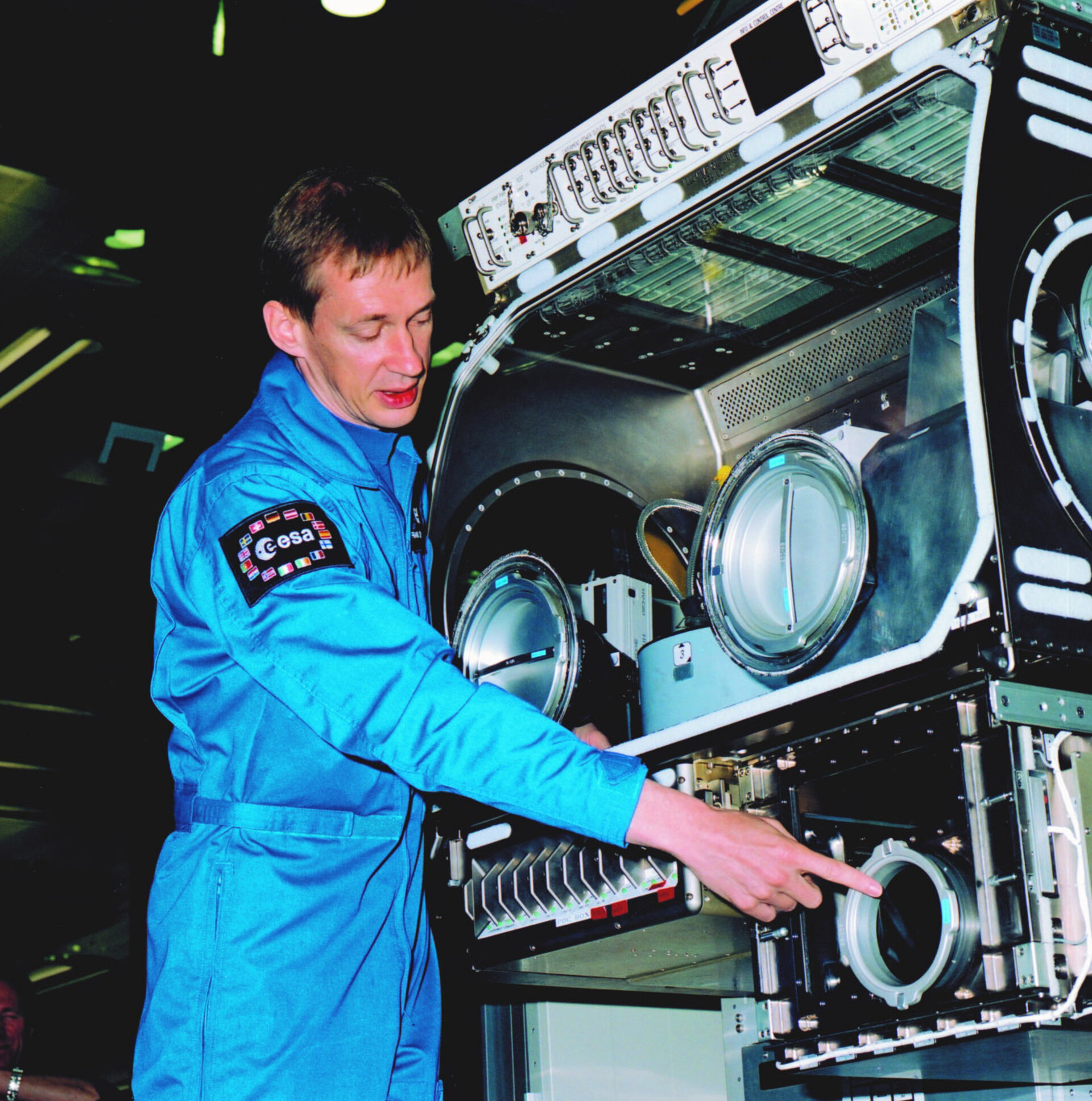 Frank De Winne will be the first ESA astronaut to use the newly installed Microgravity Science Glovebox facility