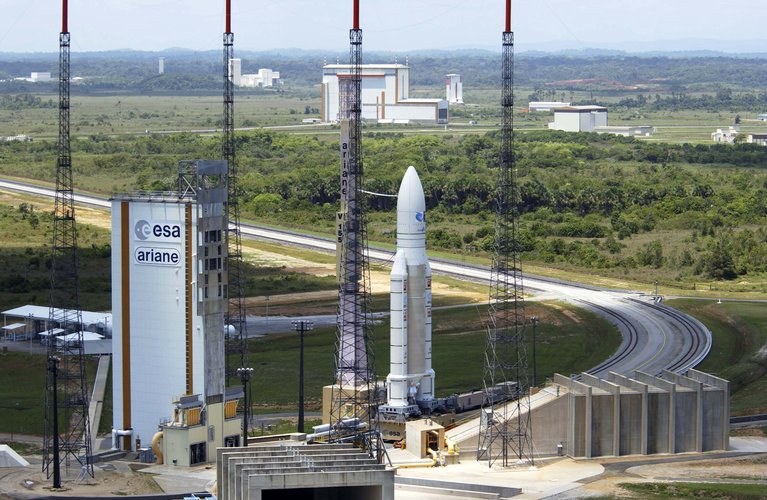Ariane 5 moves to the launch pad