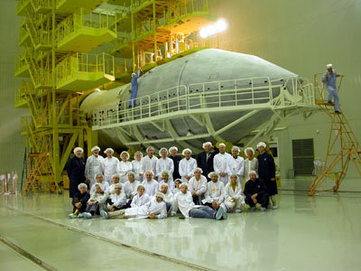 the international team photo in front of the Proton fairing