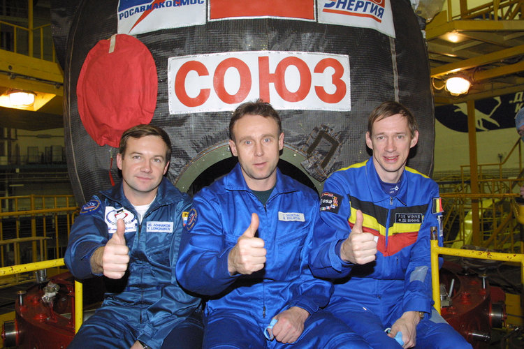 Odissea mission crew after the repetition of the launch procedure at Baikonour, 16th Oct.2002