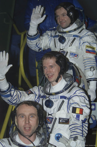 Odissea mission crew going up to the TMA Soyuz capsule , Baikonour, 30th October 2002