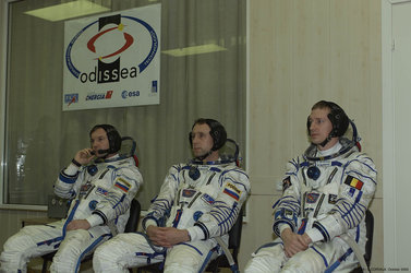 Odissea mission crew wearing their spacesuit before the launch, at Baikonour, 30th October 2002
