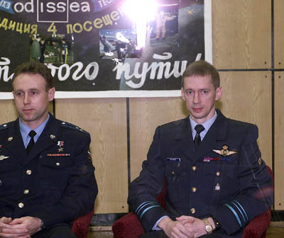Sergei Zaletin and Frank De Winne during the State commission fo