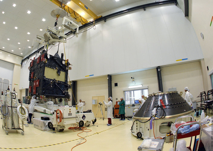 Manipulation of Rosetta's lander at CSG facilities