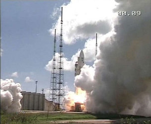 Ariane-5, with XMM-Newton on board, makes a perfect liftoff