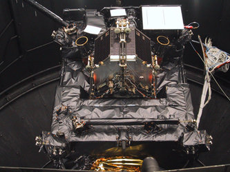 Rosetta lander integrated on orbiter