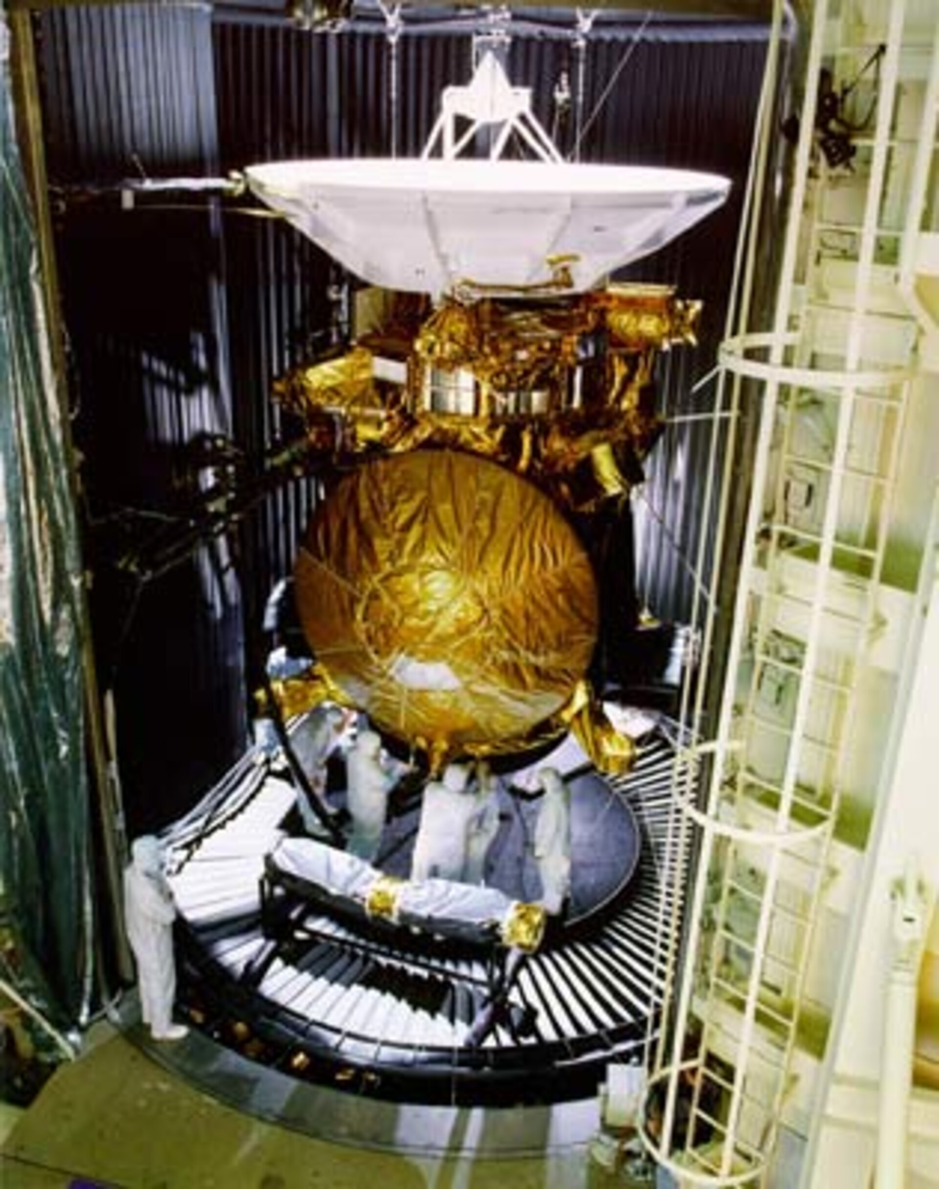 Technicians fit Huygens to Cassini before starting tests