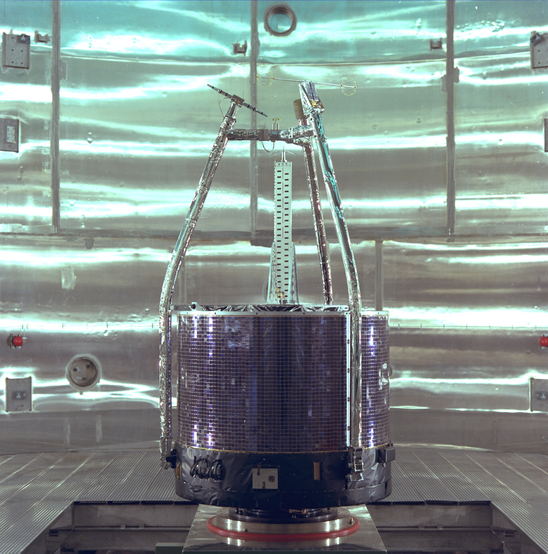 ESA's ISEE-2 satellite about to undergo balancing tests in ESTEC's Test Centre