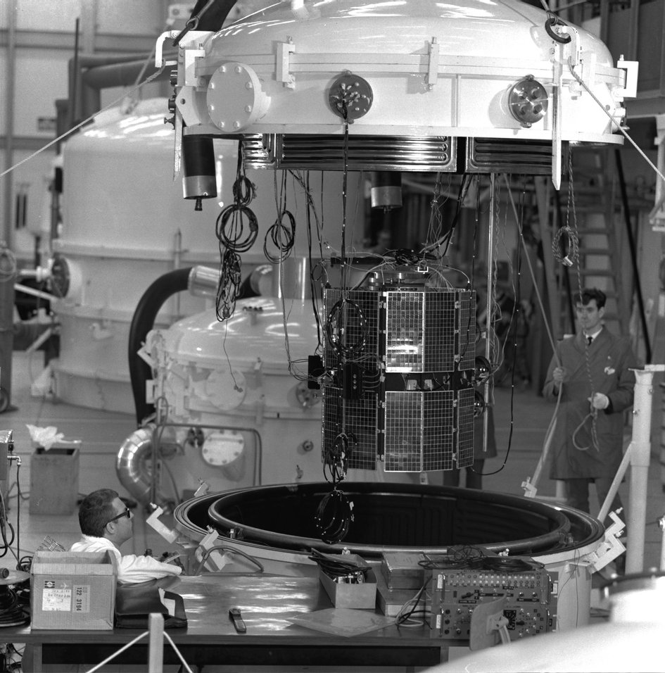 ESRO-2 thermal-vacuum testing at ESTEC