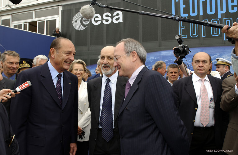 President Chirac of France visits ESA Pavilion