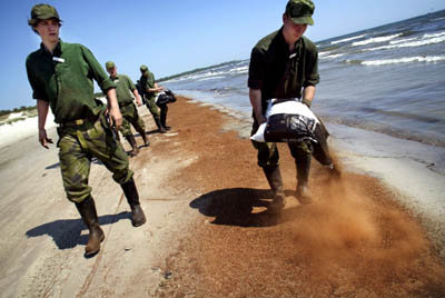 Swedish soldiers prepare for an expected oil spill