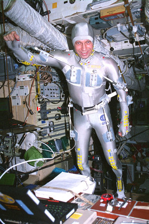 Thomas Reiter performing a biomechanical experiment during the Euromir 95 mission