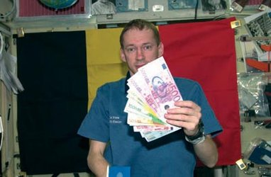 Frank De Winne with Euro notes on board the ISS