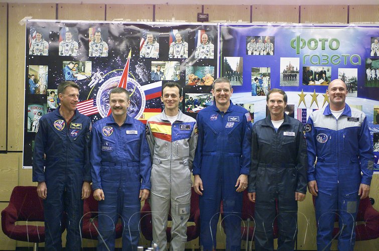 Cervantes Mission crew and backup crew during the press conference