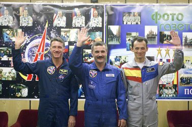 On 17 October 2003, Cervantes mission crew during the press conference