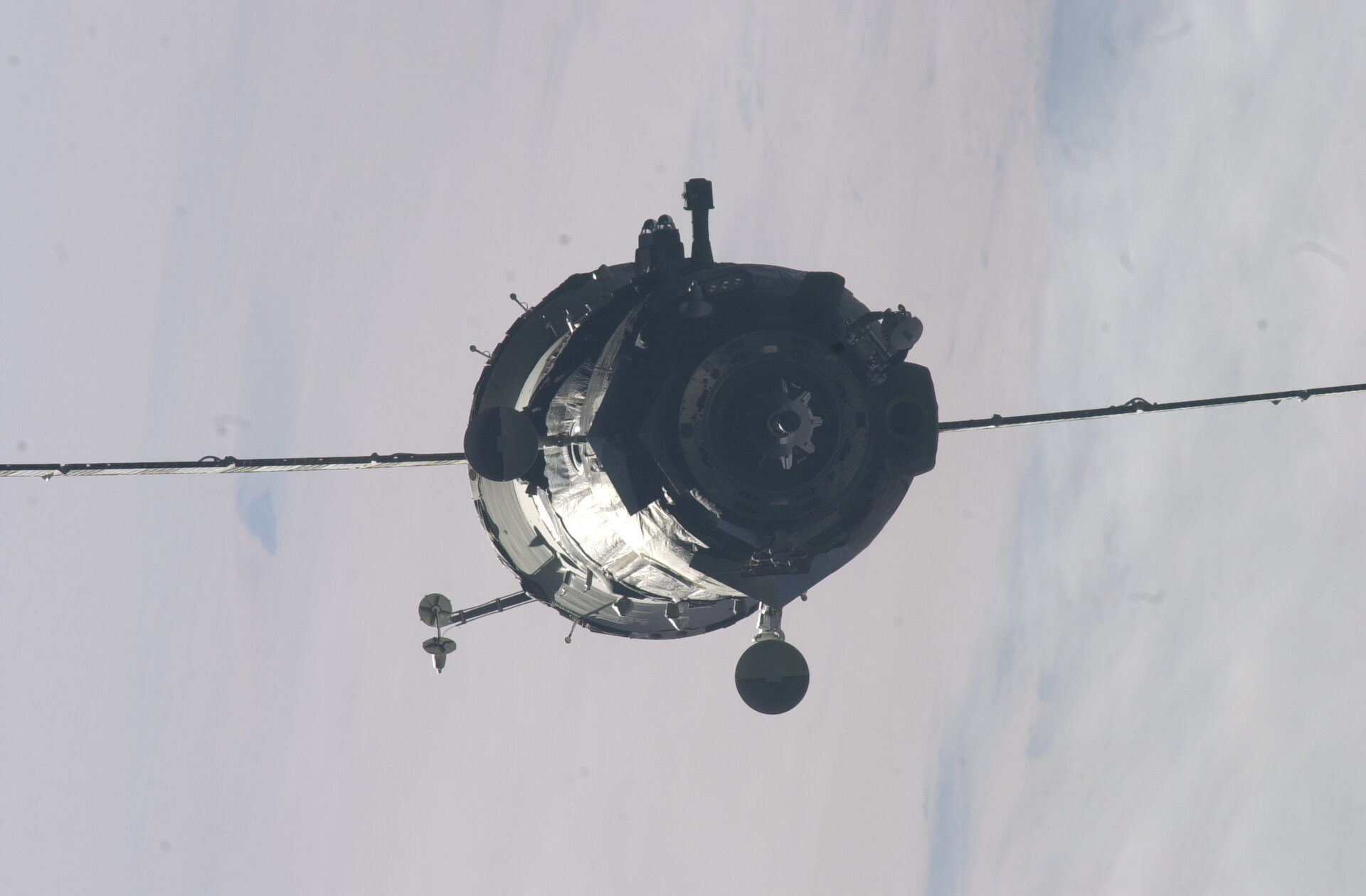 Our Soyuz gets closer to ISS<P>