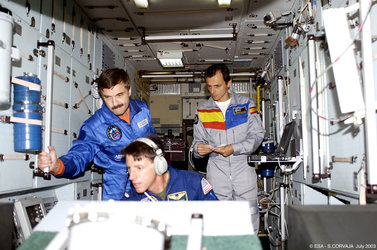 Pedro Duque and the ISS Expedition Eight crew during training at Star City
