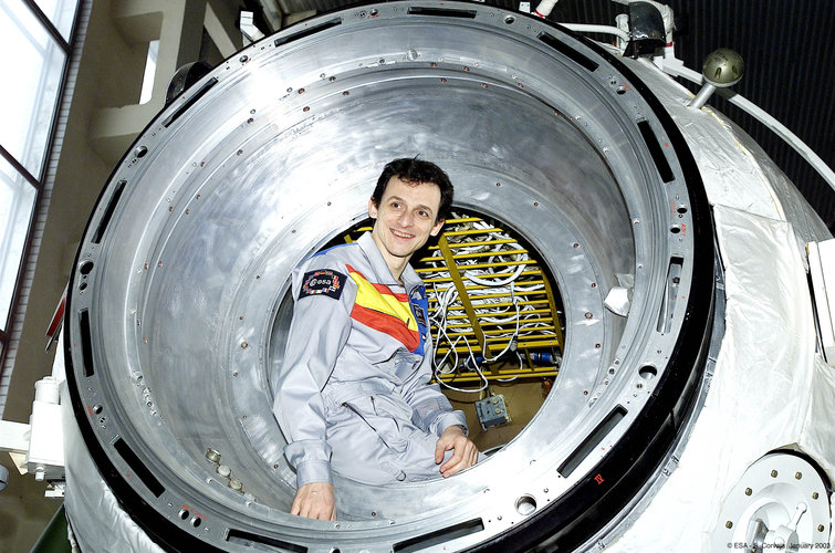 Pedro Duque sits at entrance of the Soyuz simulator at Star City