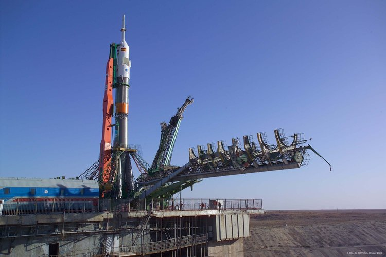 Transfer of the launch vehicle with the Soyuz TMA-3 spacecraft