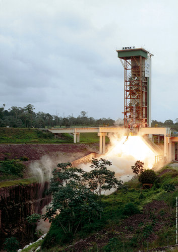 An improved Ariane 5 EAP undergoes static firing on the BEAP