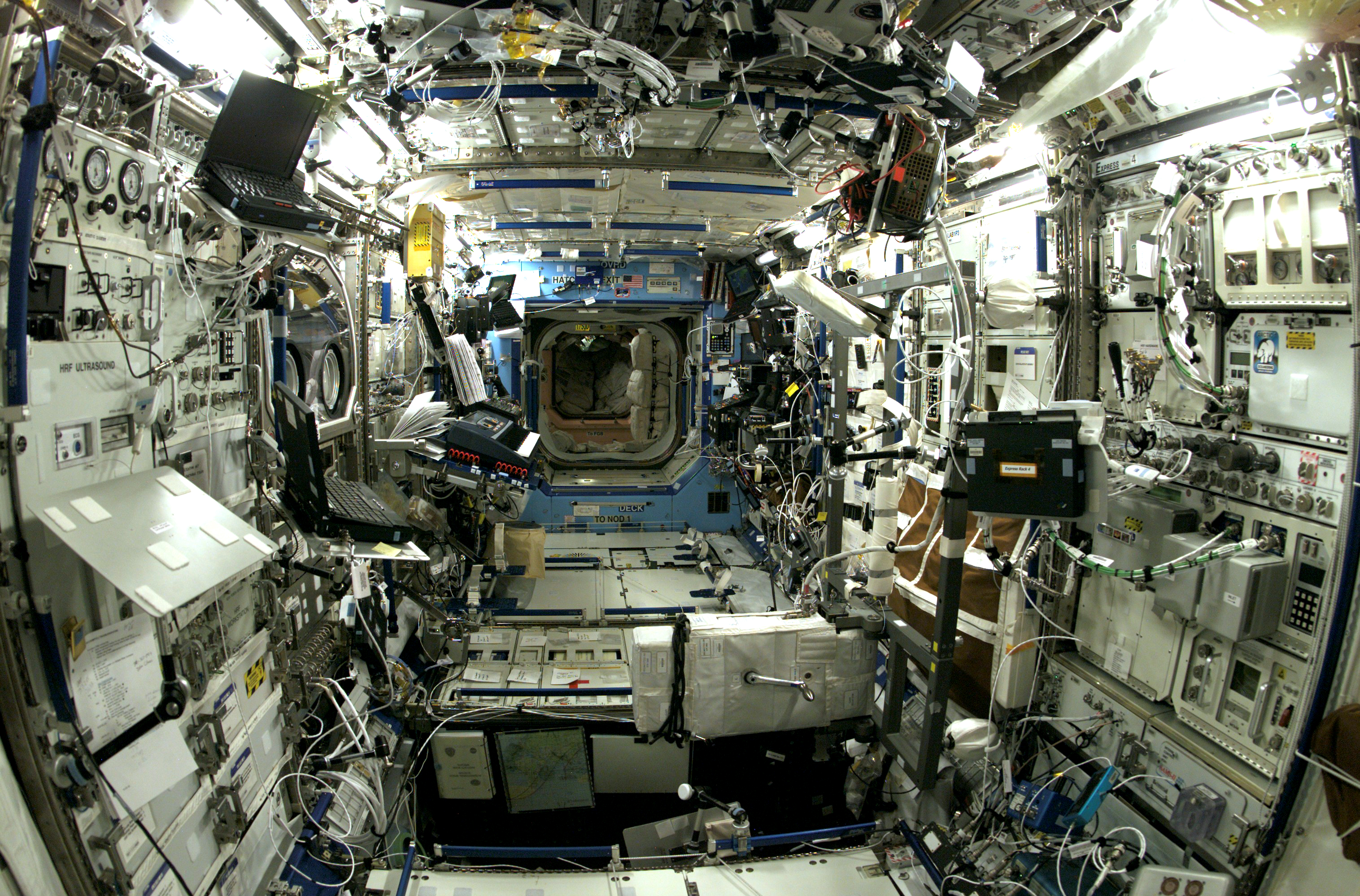 Space in Images - 2004 - 03 - inside ISS - ready for ...