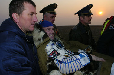 Andre Kuipers safely back on Earth