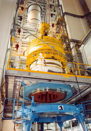Solid propellant stage