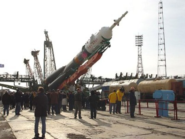 Soyuz rocket moved upright
