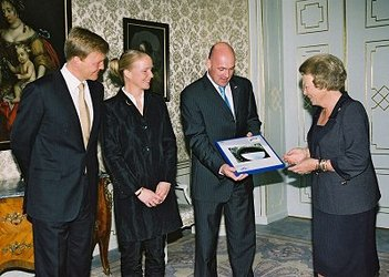 André Kuipers visits Queen Beatrix of the Netherlands